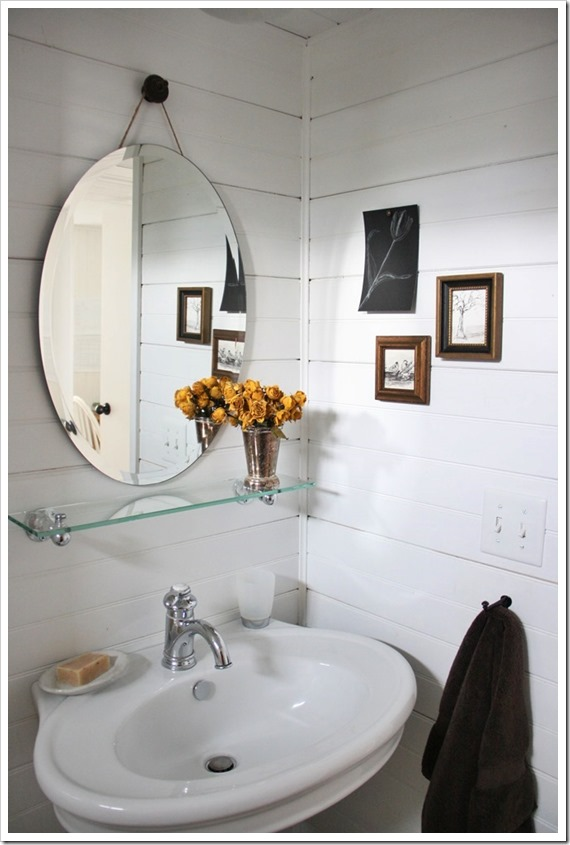 Trend The wide rim around the pedestal sink is the perfect place to set toiletries as we are freshening up in the morning or getting ready for bed at night